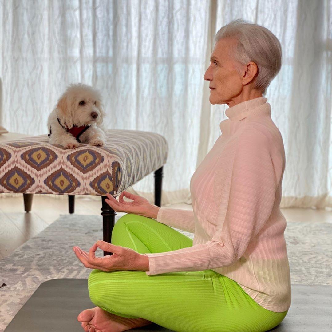 Bên cạnh thói quen ăn uống khoa học, bà Maye cũng chăm tập luyện nhẹ nhàng hàng ngày.