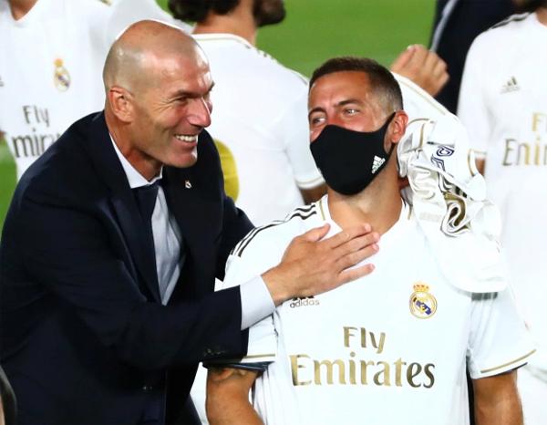 Trong thời gian đầu dẫn dắt Real từ 2016 đến 2018, Zidane giúp đội bóng hoàng gia lập kỳ tích ba năm vô địch Champions League liên tiếp và đăng quang La Liga ngay mùa giải đầu tiên cầm quân cùng một siêu Cup Tây Ban Nha, hai siêu Cup châu Âu, và hai danh hiệu FIFA CLB World Cup. Mùa hè 2018, nhạc trưởng tài hoa một thời của tuyển Pháp chia tay Real nhưng được mời quay trở lại ghế nóng đầu năm 2019 khi Real khủng hoảng dưới tay những người kế nhiệm.