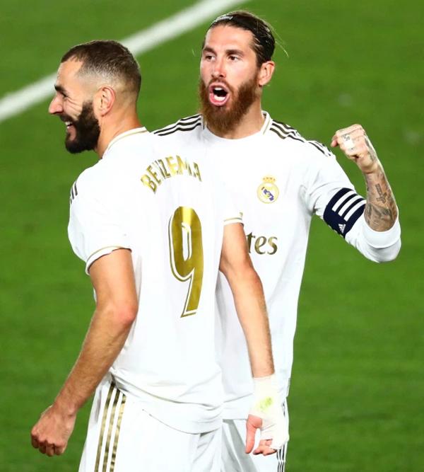 Hai bàn thắng của Real trong trận thắng Villarreal đều do tiền đạo Karim Benzema ghi. Trước khi chân sút người Pháp đá phạt đền thành công nâng tỷ số lên 2-0, Ramos và Benzema có pha phối hợp đá phạt tiểu xảo nhưng bị trọng tài yêu cầu đá lại.