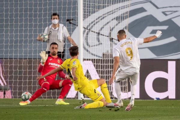 Hơn 10 năm gắn bó với Real, Benzema có tổng cộng 248 bàn thắng trong 511 lần ra sân. Tiền đạo 32 tuổi đã ghi 26 bàn thắng mùa giải này.