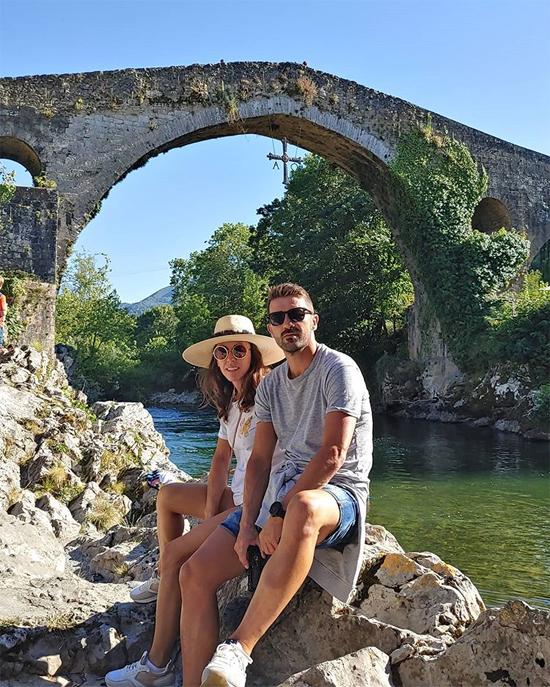 Vợ chồng cựu tiền đạo David Villa cùng nhau khám phá