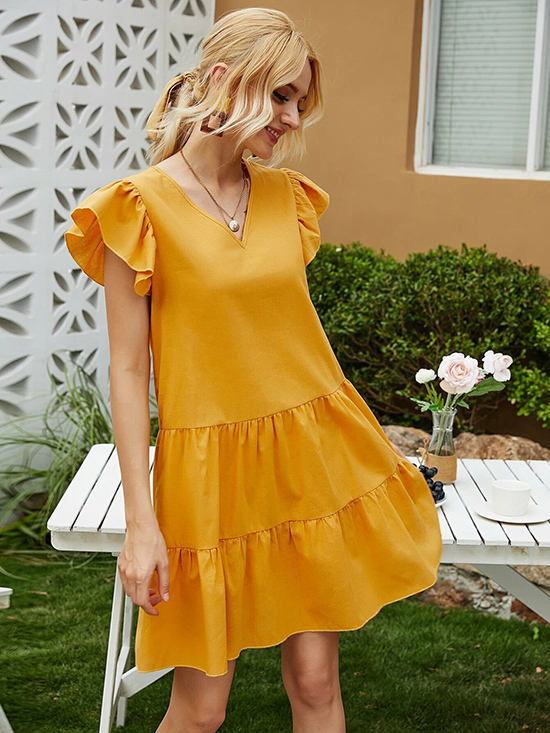 Đầm suông cũng được nhiều cô gái yêu thích nhờ tác dụng che giấu nhược điểm cơ thể và  cảm giác thoải mái, dễ chịu nó đem lại.