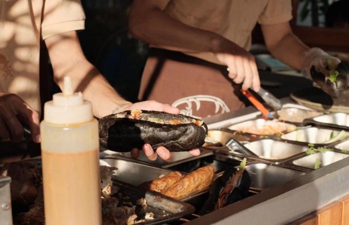 Bánh mì bóng đêm ở Quảng Ninh - 4