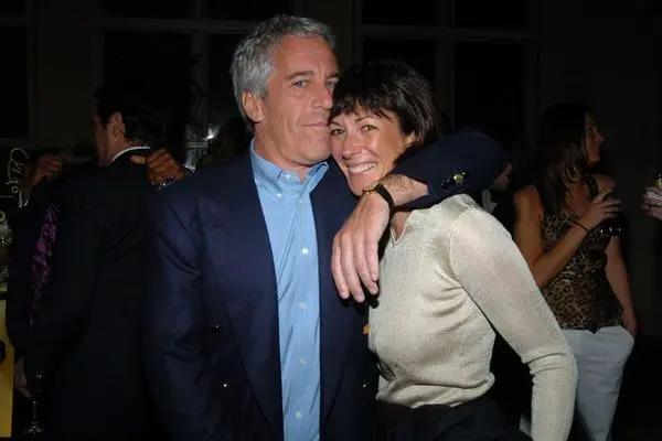 Ghislaine Maxwell và tỷ phú ấu dâm Jeffrey Epstein. Ảnh: News.