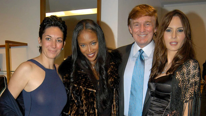 Ghislaine Maxwell chụp hình cùng siêu mẫu Naomi Campbell và vợ chồng tổng thống Donald Trump năm 2002. Ảnh: Vanity Fair.