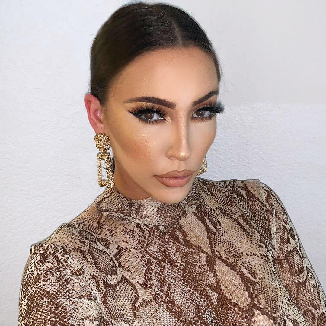 Công việc chính của Jennifer là beauty blogger và bán hàng online.