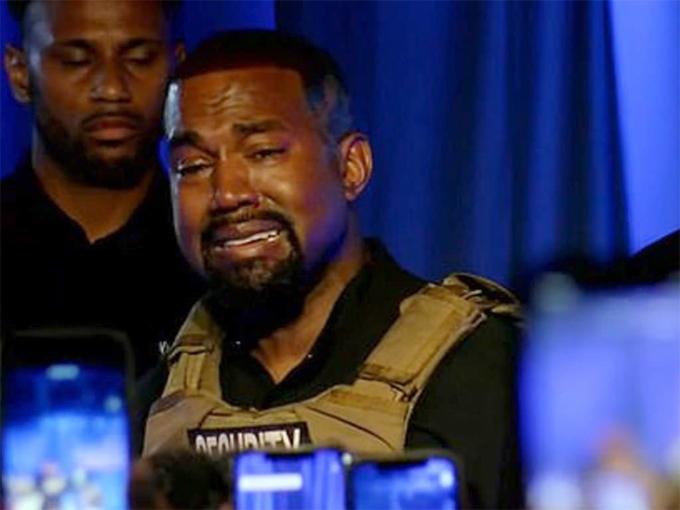 Kanye West không kìm nén được cảm xúc.