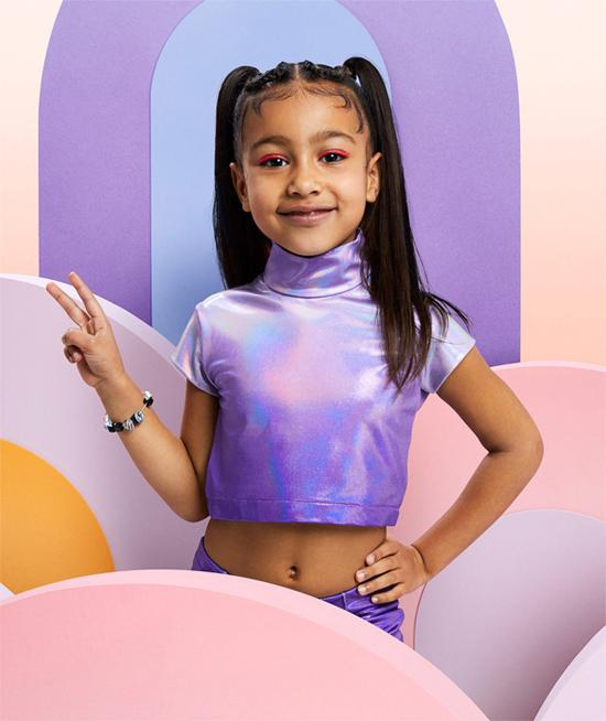 Bé North - con gái đầu lòng của Kim và Kanye - chào đời một năm trước khi cặp sao kết hôn. Cô bé vừa đón sinh nhật 7 tuổi hồi tháng 6.
