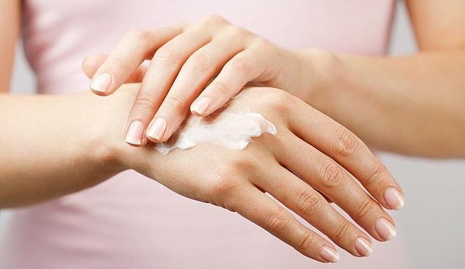 Bạn chỉ cần một tuýp kem dưỡng ẩm toàn thân, không cần mua sản phẩm riêng cho tay hay chân.