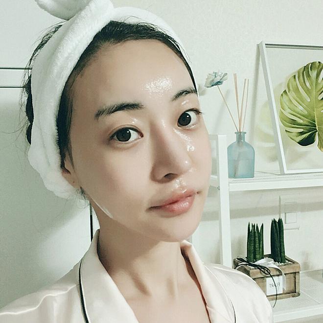 Mặt nạ ngủ giúp dưỡng ẩm da, điều mà kem dưỡng ẩm hoàn toàn có thể làm được.