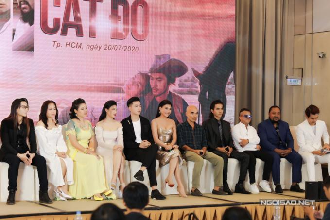 Sau Thương nhớ ở ai, Lưu Trọng Ninh kỳ vọng dự án Cát đỏ tiếp tục thu hút sự quan tâm, ủng hộ của đông đảo khán giả truyền hình. Anh tự tin vào dàn diễn viên nhiều gương mặt lạ nhưng hợp vai và diễn lăn xả trên phim trường.