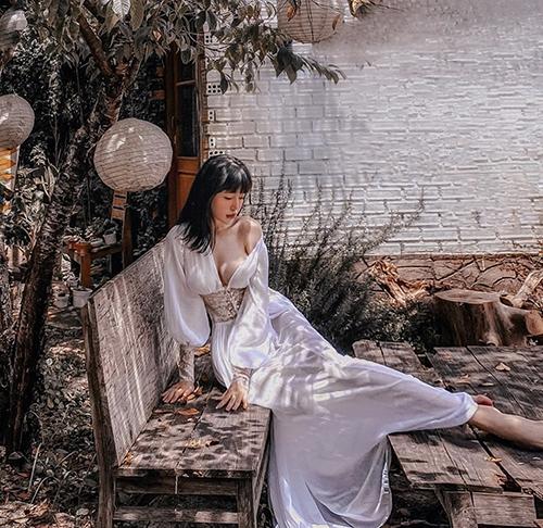 Elly Trần chuộng mặc đồ kiệm vải - 2