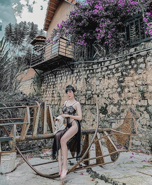 Elly Trần chuộng mặc đồ kiệm vải - 4