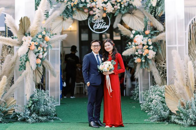Ngày 7/7, chú rể Minh Quân (Pleiku, 32 tuổi, nội thất) và cô dâu Linh Chi (29 tuổi, Nha Trang, nhân viên văn phòng) đã tổ chức lễ tân hôn (lễ đón cô dâu) được làm tại nhà chú rể ở Pleiku, Gia Lai. Trước đây, uyên ương là đồng nghiệp cùng công ty, đã có 4 năm tìm hiểu trước khi về chung một nhà.