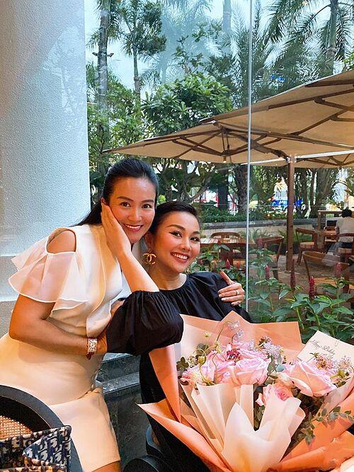 Anh Thơ - bà xã diễn viên Bình Minh - chúc mừng sinh nhật sớm siêu mẫu Thanh Hằng.