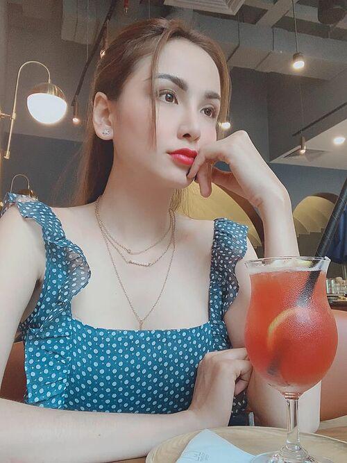Người ta thì thích tắm xà phòng. Còn em thì thích xà vào lòng anh, hoa hậu Diễm Hương thả thính.