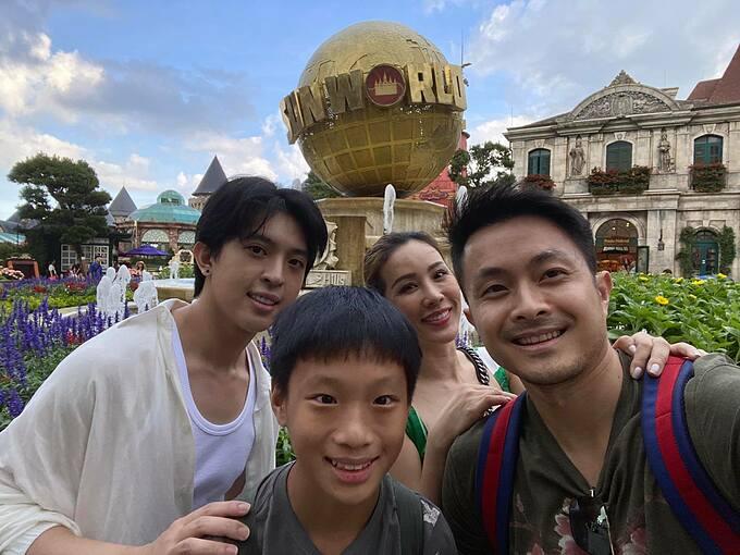 Hoa hậu Thu Hoài cùng bạn trai và hai con du lịch ở Đà Nẵng.