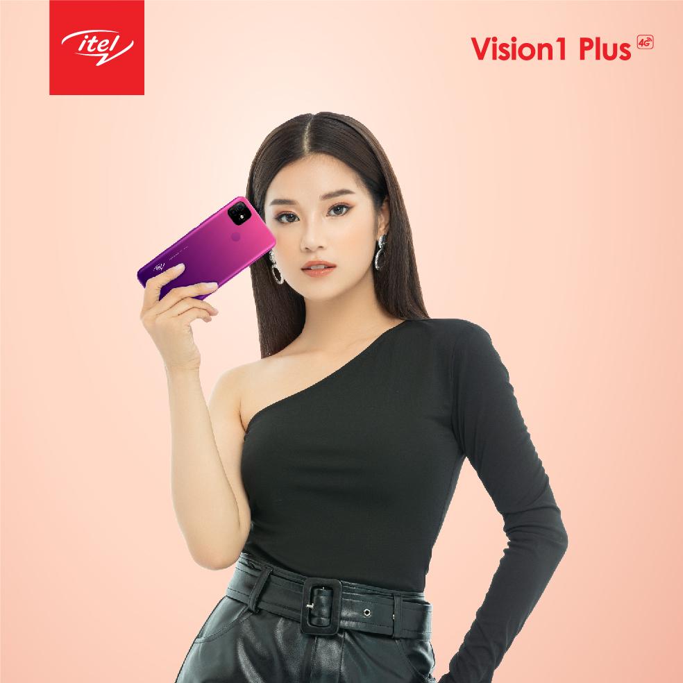 Hoàng Yến Chibi thể hiện cá tính mạnh mẽ khi cầm trên tay Vision 1 Plus