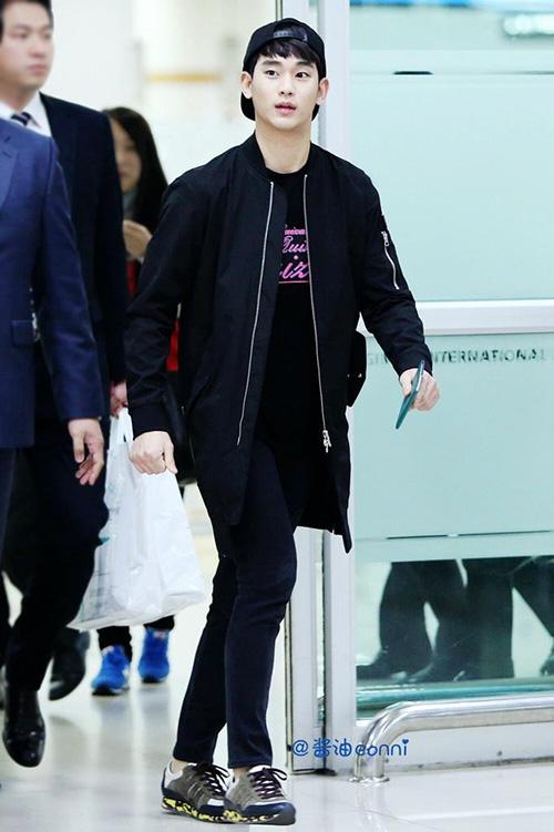 Thời trang sân bay giúp Kim Soo Hyun khoe dáng nam thần - 4