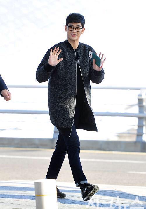 Thời trang sân bay giúp Kim Soo Hyun khoe dáng nam thần - 14