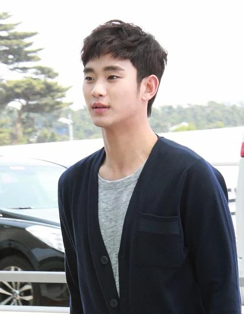 Thời trang sân bay giúp Kim Soo Hyun khoe dáng nam thần - 16