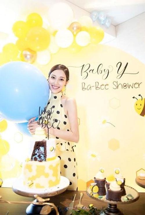Trước đó, Trần Khải Lâm tổ chức tiệc Baby Shower để chào đón con sắp chào đời. Cô chưa tiết lộ giới tính bé thứ hai. Con đầu của cặp đôi là bé trai Trịnh Thành, năm nay gần 2 tuổi.