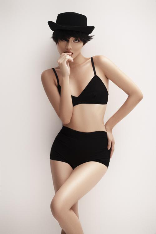 Từ dấu ấn của một người mẫu ánh, Khánh Linh không ngừng nỗ lực để trở thành fashonista, Vlogger chuyên về beauty - làm đẹp...