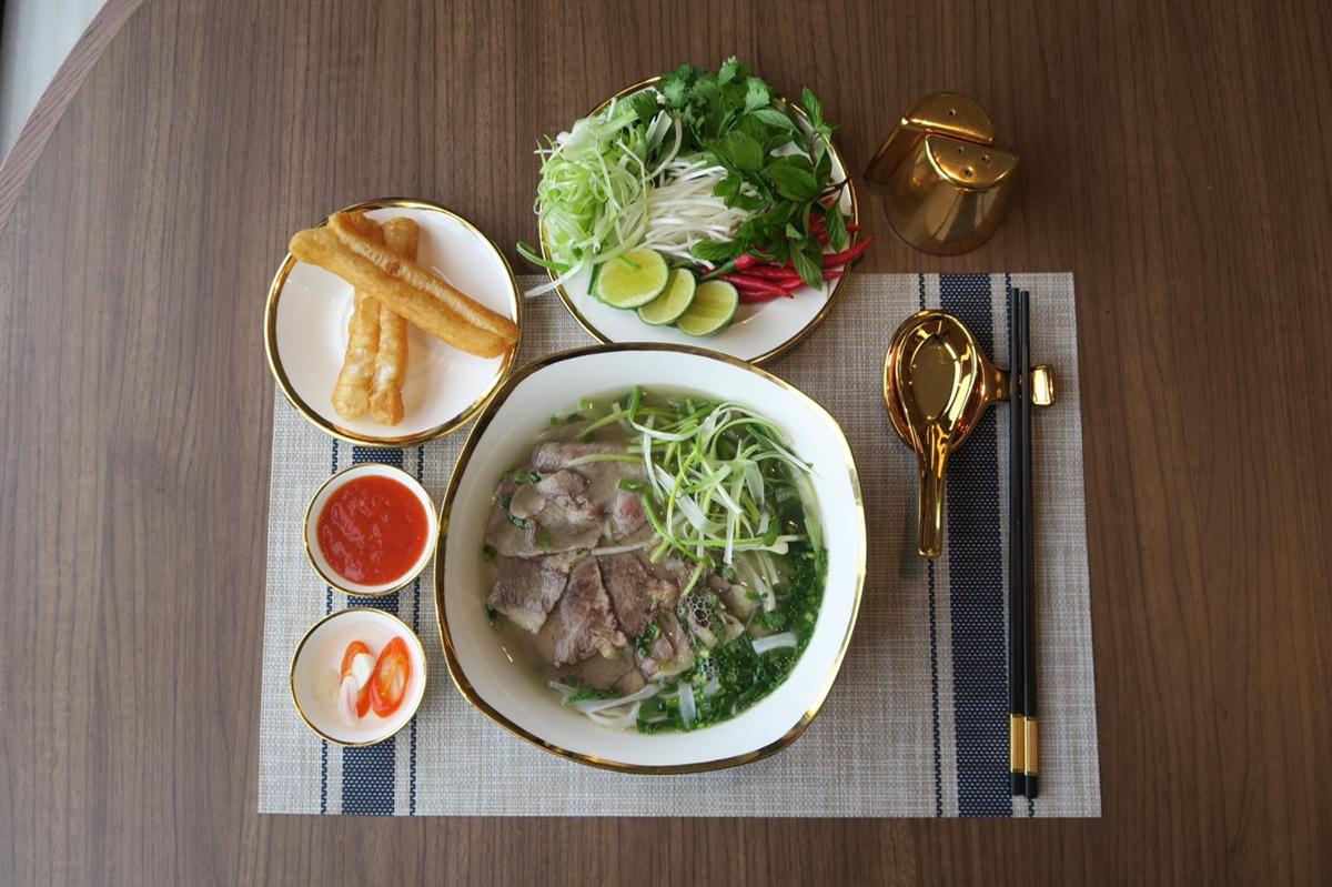Ưu đãi tham quan, ăn sáng tại khách sạn dát vàng Hà Nội - 2