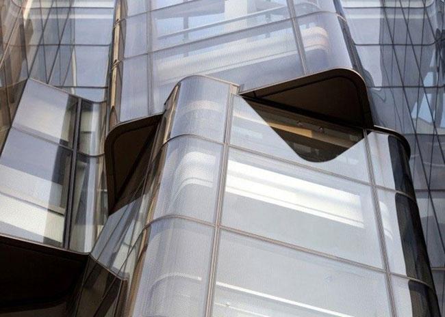 Điểm nhấn đặc biệt của ngôi nhà là cầu thang bộ, với các khối chồng lên nhau trông rất lạ mắt.