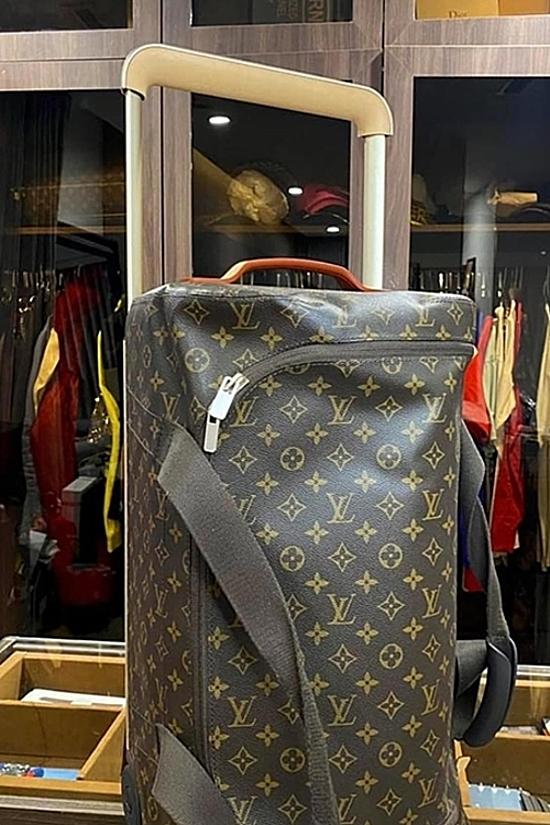 Vì ít sử dụng, Kỳ Duyên cũng nhượng lại vali của Louis Vuitton. Từ mức 73 triệu đồng, cô hạ còn 45 triệu đồng để khách có nhu cầu dễ dàng lựa chọn.