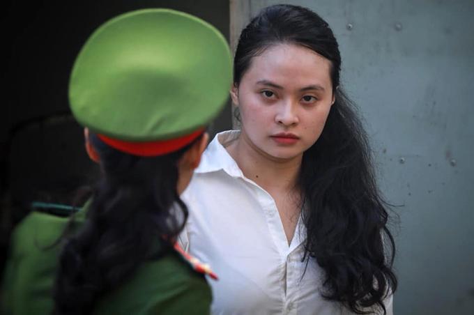 Ngọc Miu bị đề nghị 15-16 năm tù về tội Tàng trữ trái phép chất ma túy. Ảnh: Hữu Khoa.