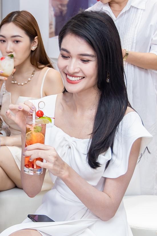 Á hậu Thùy Dung hiếm hoi xách túi hiệu đi event - 4