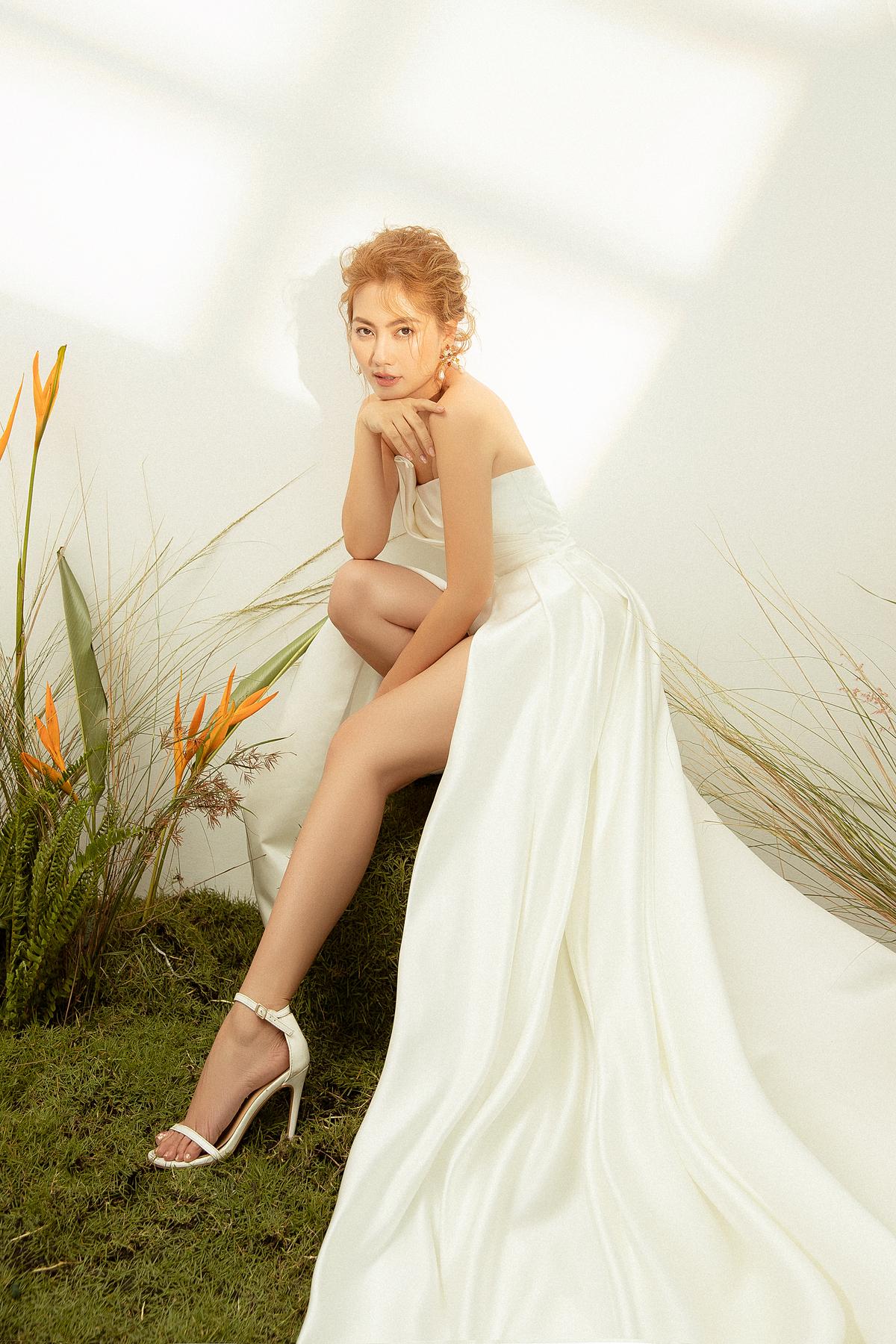 Bằng sự am hiểu về xu hướng thời trang cưới và tình yêu với những cô dâu Việt trên toàn thế giới, thương hiệu Elisa Bridal Couture giới thiệu bộ sưu tập Ertenity Love. Bằng những thiết kế hòa nhập cùng xu hướng thời trang Thu Đông, cùng sự tinh chỉnh theo gu thẩm mỹ và phong cách châu Á, Elisa Bridal Couture sẽ là lựa chọn hoàn hảo cho nàng dâu Việt trong mùa cưới 2020.