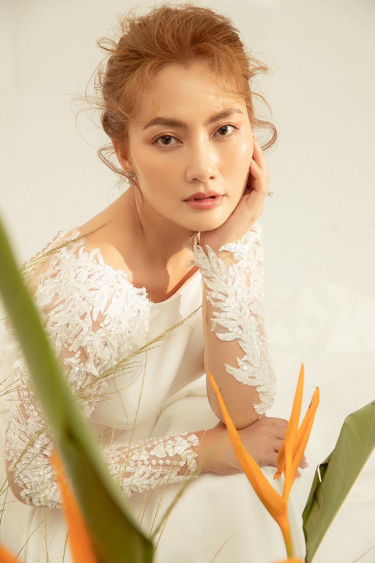 Sắc trắng vẫn luôn được các cô dâu lựa chọn khi tổ chức tiệc cưới bởi nó phù hợp với mọi không gian tổ chức