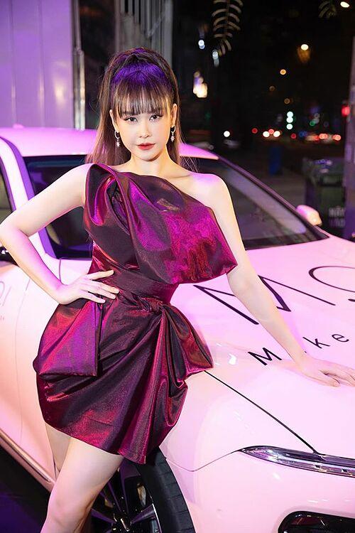 Nếu em là một bản tình ca ...thì anh có phải là người hát hay?, ca sĩ Trương Quỳnh Anh thả thính.