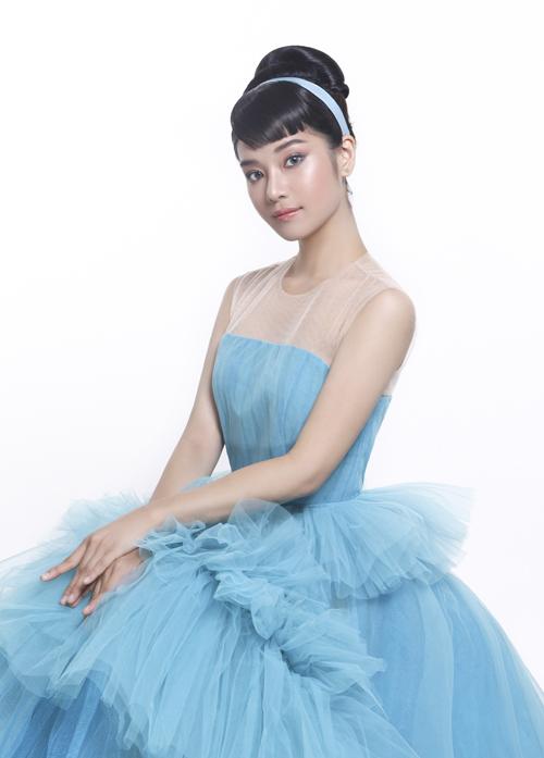 Hoàng Yến Chibi khoe nhan sắc yêu kiều trước ống kính.