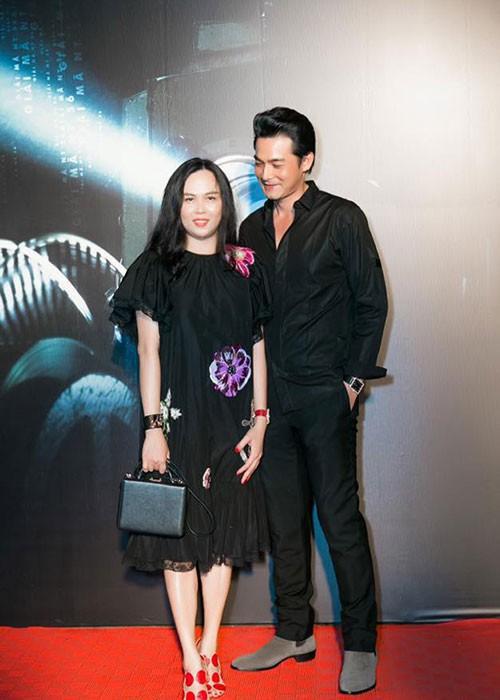 Để tạo nên hình ảnh bộ đôi hài hòa khi xuất hiện trên thảm đỏ, Phượng Chanel và Quách Ngọc Quang thường xuyên diện trang phục đồng màu.