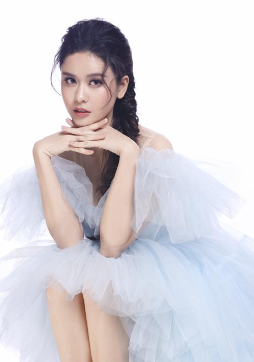 Trương Quỳnh Anh trong tạo hình Nữ hoàng băng giá Elsa.