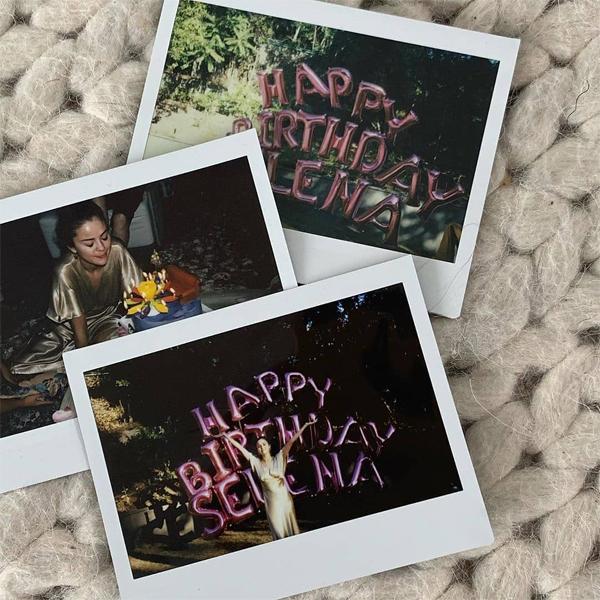 Selena chia sẻ ảnh sinh nhật tròn 28 tuổi.