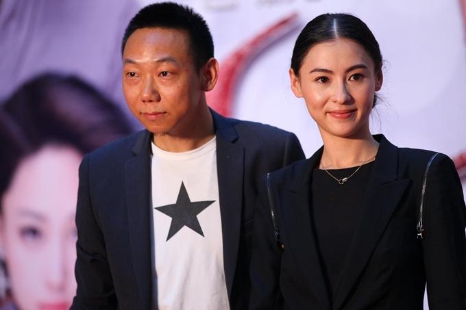 Trương Bá Chi và người quản lý cũ Dư Dục Hưng tại họp báo năm 2012.