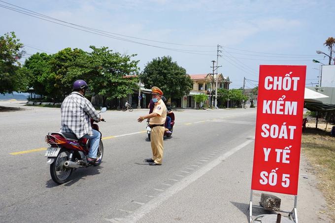 Một chốt kiểm soát khai báo y tế ở Thừa Thiên Huế. Ảnh:Thùy Trang