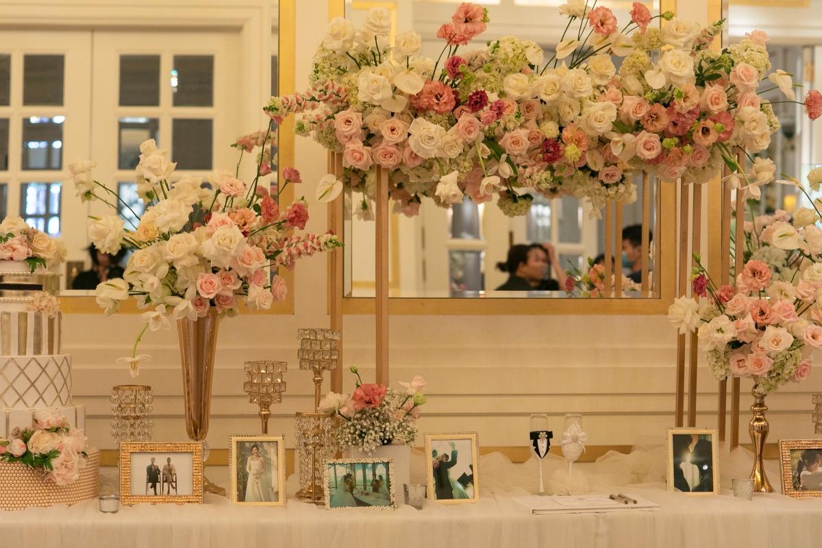 Hôn lễ của Thuý Vân diễn ra tại một khách sạn năm sao ở TP HCM. Số lượng khách mời chỉ khoảng 250 người, đảm bảo sự ấm cúng và riêng tư. Do đó, khâu an ninh được kiểm soát chặt chẽ. Khách mời cũng được dặn dò không chụp ảnh, livestream suốt buổi lễ.
