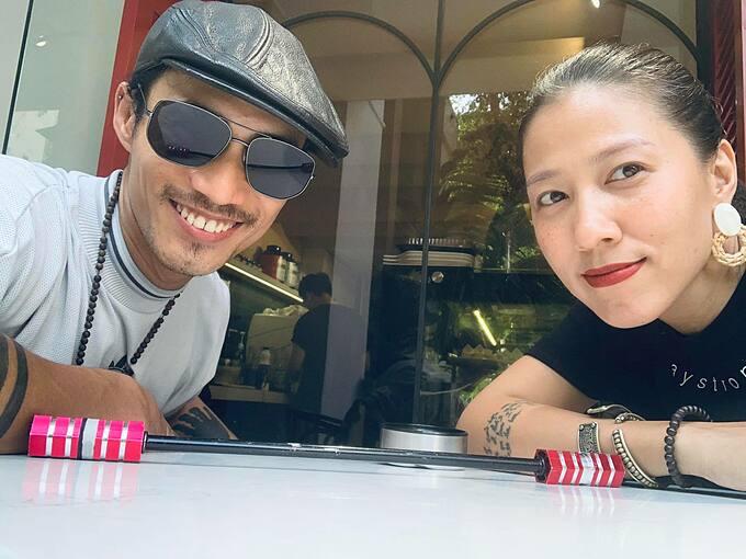 Vợ chồng ca sĩ Phạm Anh Khoa trong chuyến du lịch nghỉ dưỡng tại một khách sạn nổi tiếng ở Hà Nội.