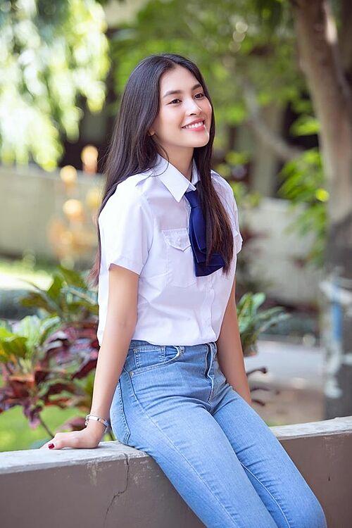 Hoa hậu Tiểu Vy hút ánh nhìn với nụ cười tỏa nắng.