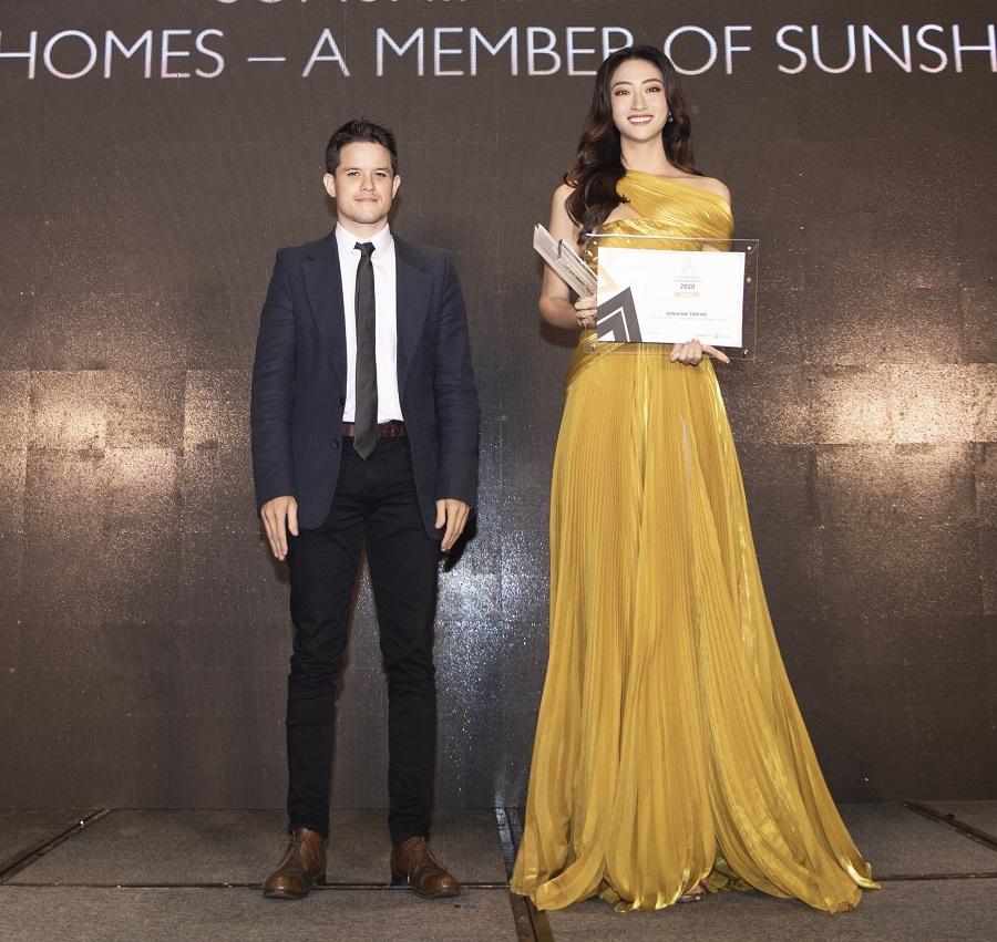 Cô nhận giải thưởng trong cương vị giám đốc phát triển dự án tại một tập đoàn bất động sản.