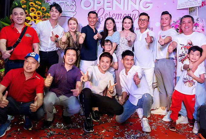 [Caption]Sau cửa hàng tại TPHCM, Huy Khánh – Mạc Anh Thư tiếp tục mở thêm chi nhánh tại Bình Dương và Kiên Giang.