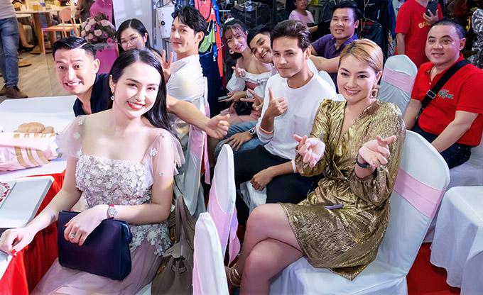 Sự kiện còn có ca sĩ Song Luân, diễn viên hài Mạc Văn Khoa cùng nhiều nghệ sĩ tham dự.