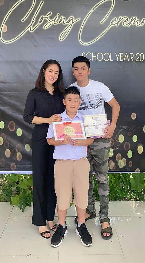 Hôm 25/7, Lê Phương cùng ông xã Trung Kiên về quê nữ diễn viên ở Trà Vinh để dự lễ tổng kết năm học của con trai Cà Pháo.