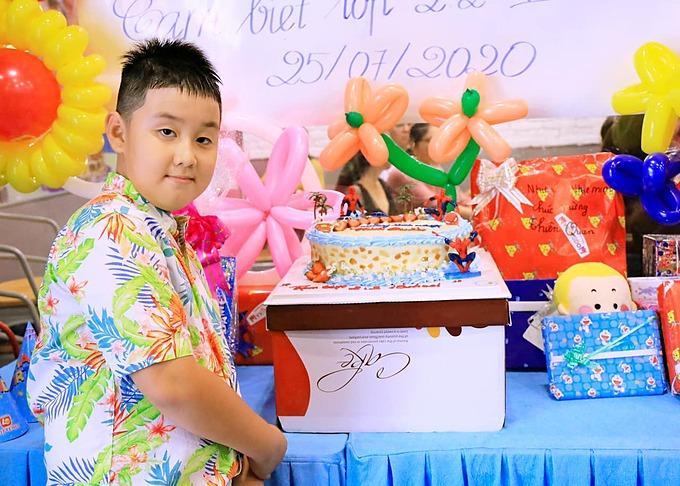Sau lễ tổng kết, vợ chồng cô tổ chức sinh nhật sớm cho con. Đây cũng là tiệc chia tay thầy cô và các bạn ở trường. Lê Phương gửi lời cảm ơn nhà trường, thầy cô và các bạn đã quan tâm Cà Pháo thời gian qua.