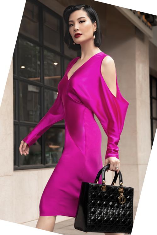 Cựu siêu mẫu chọn các mẫu váy áo mới nhất nằm trong bộ sưu tập Summer Capsule 2020 của Công Trí để giúp mình nổi bật trên phố và tham gia các sự kiện quan trọng.
